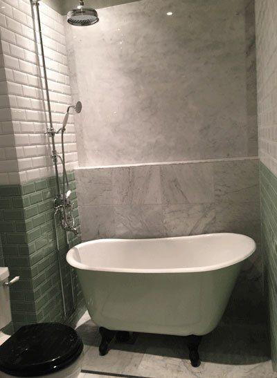 Sittbadkar i allmogegrönt ett av våra små badkar.
