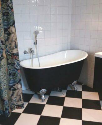 Kort badkar med tassar